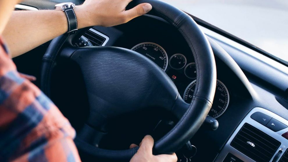 4 Tips for Driving an Automatic Car for the Beginners